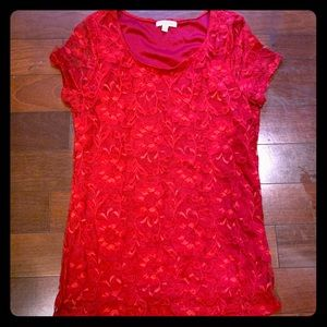 Lace blouse in red. In great condition!